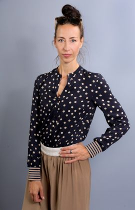All-over-Dot-Bluse
